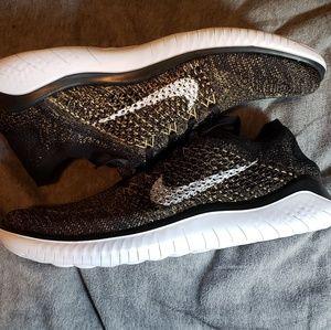 Nike Shoes - Nike flyknit 2018